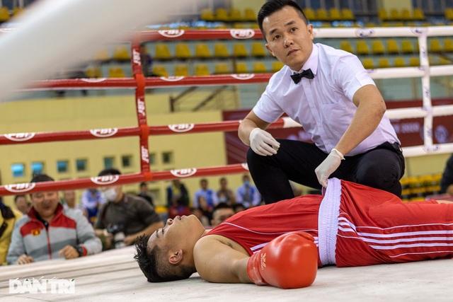Chỉ 58 giây, quyền vương Trương Đình Hoàng hạ knock-out đối thủ - 9