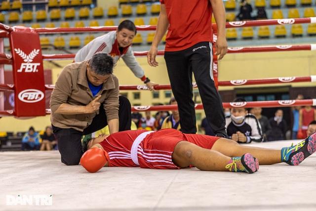 Chỉ 58 giây, quyền vương Trương Đình Hoàng hạ knock-out đối thủ - 10