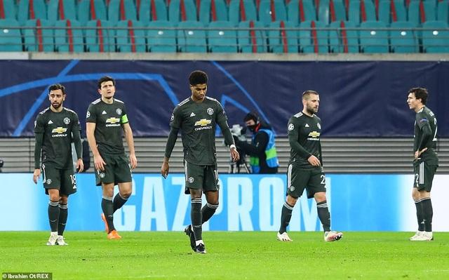 Man Utd thua mất mặt ở Champions League: Nước xa không cứu được lửa gần - 2