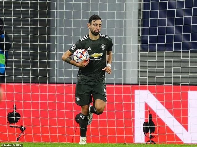 Man Utd thua mất mặt ở Champions League: Nước xa không cứu được lửa gần - 4