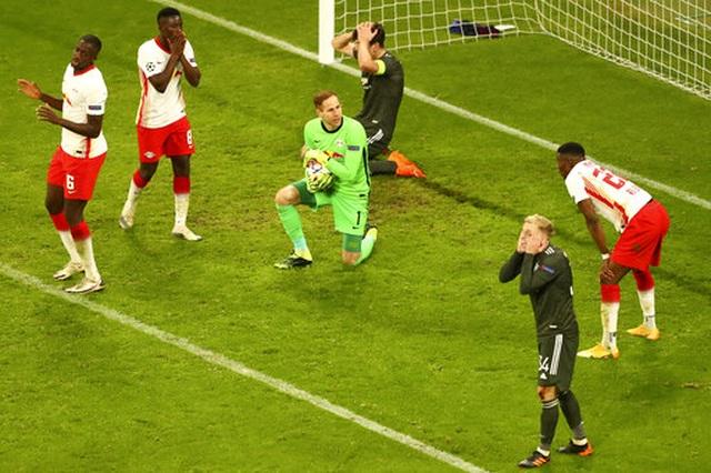 Những khoảnh khắc cuối cùng của Man Utd ở Champions League 2020/21 - 15