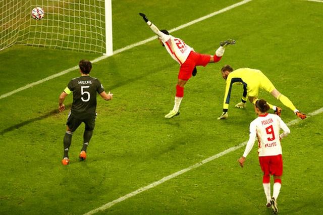 Những khoảnh khắc cuối cùng của Man Utd ở Champions League 2020/21 - 8