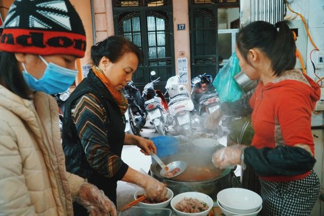 Lạ lùng quán bún nhà giàu thời bao cấp, ngày bán 600 bát ở Hà Nội - 3