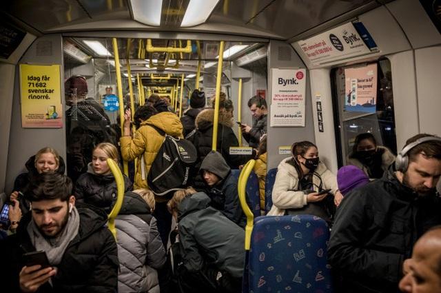 Vỡ mộng miễn dịch cộng đồng, Thụy Điển chia tay kiểu chống dịch khác thường - 1