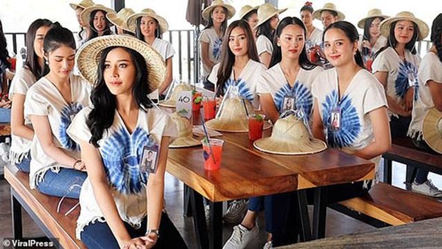 Cầu treo bất ngờ bị sập khi các người đẹp dự thi Hoa hậu Thái Lan - 1