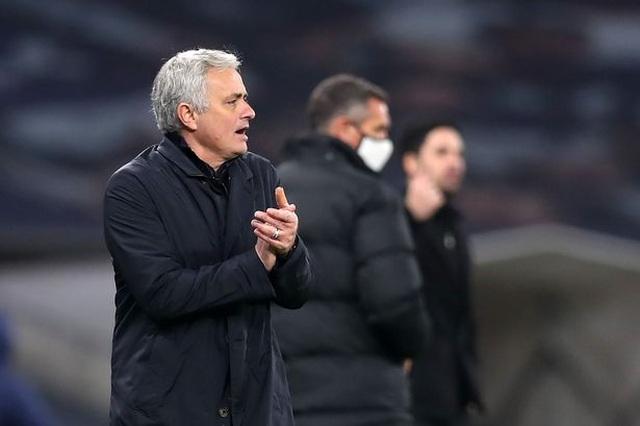 HLV Mourinho châm chọc việc Man Utd bị loại ở Champions League - 1