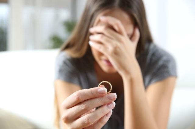 Phụ nữ chịu đựng hệ lụy tâm lý nặng nề, dai dẳng sau ly hôn - 1