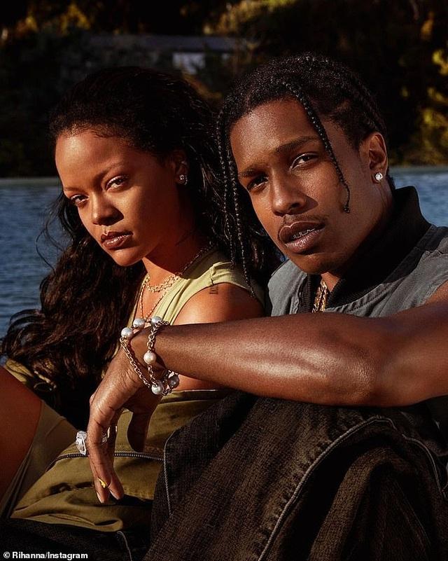 Rihanna hạnh phúc bên tình yêu mới - 4