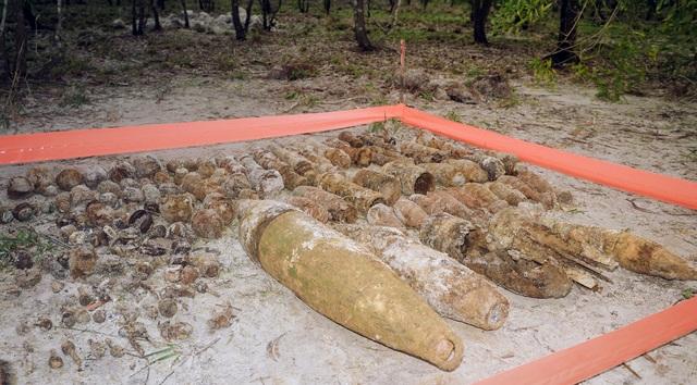 Hủy nổ hàng trăm quả đạn, rocket sót lại trong hầm vũ khí chiến tranh - 1
