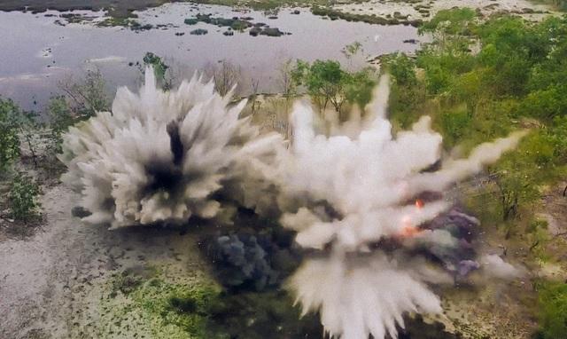 Hủy nổ hàng trăm quả đạn, rocket sót lại trong hầm vũ khí chiến tranh - 3