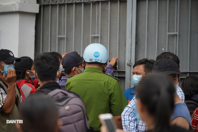 Nơi lưu giữ thi hài nghệ sĩ Chí Tài phải đóng cửa vì quá tải youtuber - 7