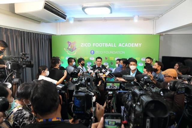 HLV Kiatisuk mở học viện bóng đá, sẵn sàng rời Thái Lan để sang HA Gia Lai - 4