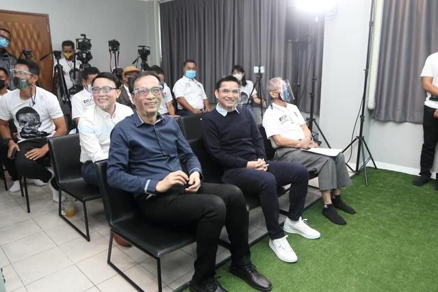 HLV Kiatisuk mở học viện bóng đá, sẵn sàng rời Thái Lan để sang HA Gia Lai - 2