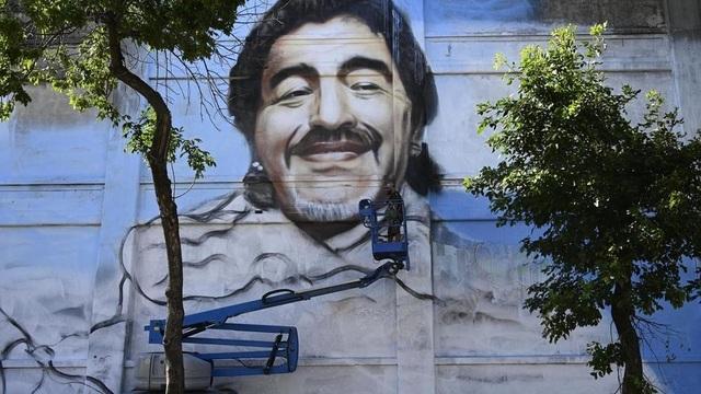 Bức bích họa tuyệt đẹp tưởng nhớ huyền thoại Maradona - 1