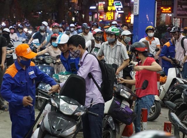 Ngày mai giá xăng dầu lại tăng mạnh? - 1