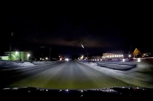 Bí ẩn luồng sáng bay từ mặt đất lên bầu trời lúc nửa đêm ở Mỹ - 1