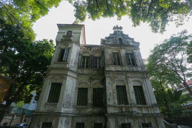 Chiêm ngưỡng dinh thự Pháp cổ từng là nơi ở của vua Bảo Đại tại Hà Nội - 1