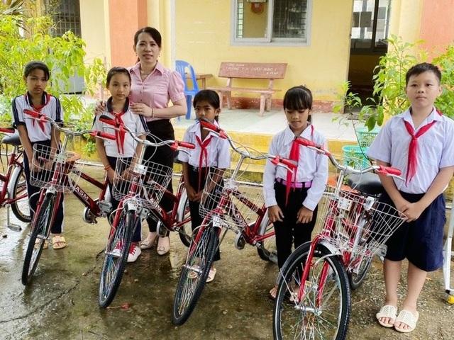 Cô giáo tiểu học kết nối yêu thương giúp người nghèo khó - 2