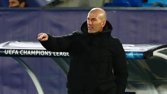 Giúp Real Madrid thoát hiểm, HLV Zidane lại báo tin buồn - 2
