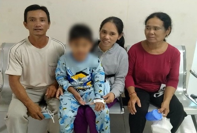 Bé 9 tuổi bị cô đặc máu, nguy kịch vì sốt xuất huyết - 2