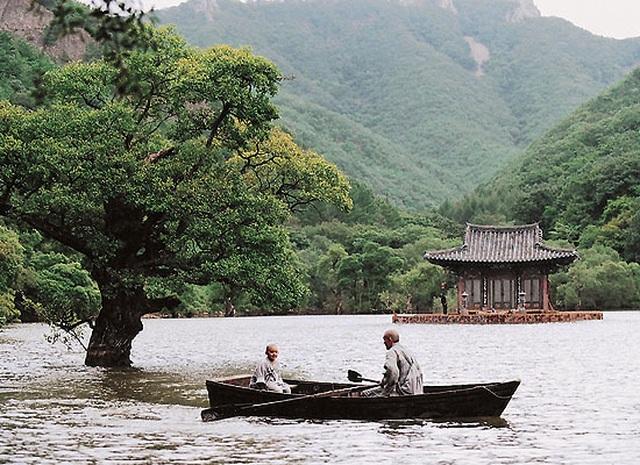 Xuân, hạ, thu, đông... rồi lại xuân: Tuyệt phẩm điện ảnh của Kim Ki-duk - 1