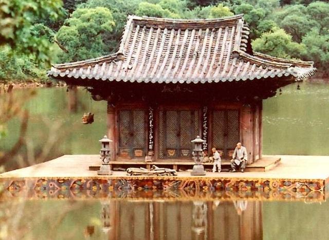 Xuân, hạ, thu, đông... rồi lại xuân: Tuyệt phẩm điện ảnh của Kim Ki-duk - 4