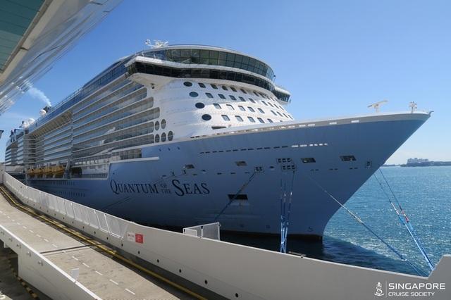 Gần 3.000 khách bị kẹt lại trên du thuyền 5 sao vì một cụ ông mắc Covid-19 - 3