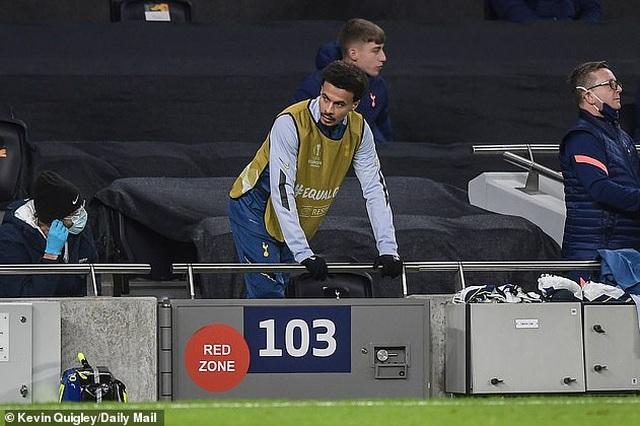 Ngôi sao Tottenham đùng đùng nổi giận, HLV Mourinho phản ứng sao? - 2