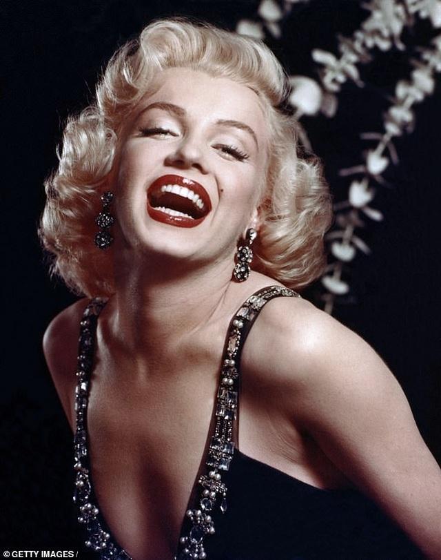Nhan sắc Pháp hóa thân ngoạn mục thành biểu tượng gợi cảm Marilyn Monroe - 5