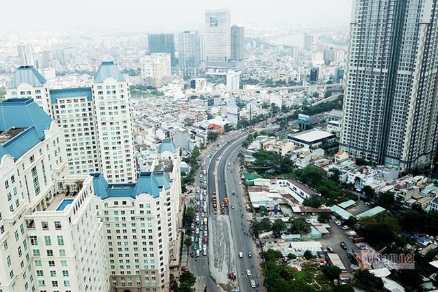Cận cảnh loạt chung cư cao cấp bóp nghẹt hơn 3 km đường ở TPHCM - 1