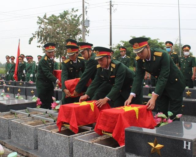 Truy điệu, an táng 4 hài cốt liệt sĩ tại nghĩa trang liệt sĩ Bạc Liêu - 4