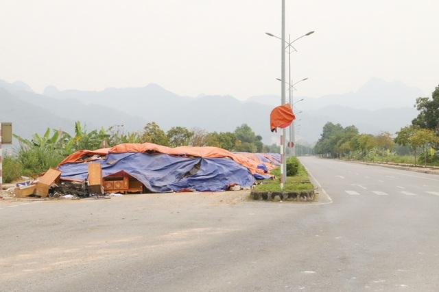 Ngộp thở vì ô nhiễm, dân dựng lều chặn xe chở rác - 6