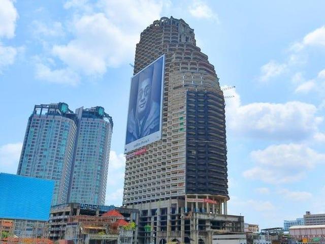 Tòa tháp 49 tầng bị đồn ma ám bỏ hoang giữa trung tâm Bangkok sầm uất - 1
