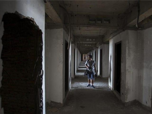 Tòa tháp 49 tầng bị đồn ma ám bỏ hoang giữa trung tâm Bangkok sầm uất - 7