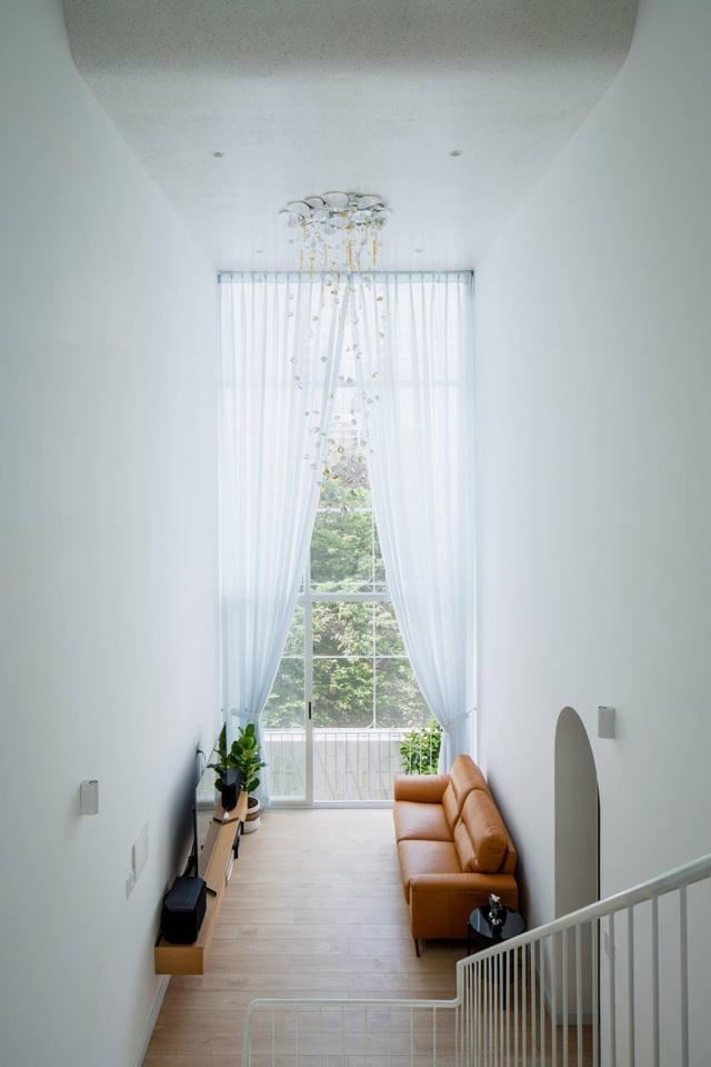Nhà màu trắng đẹp như ở trời Âu, nổi bật nhất phố Sài Gòn - 5