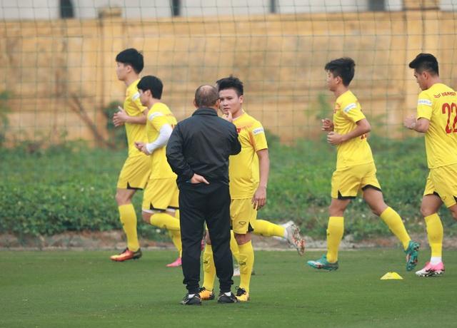 HLV Park Hang Seo lo lắng vì Quang Hải chấn thương - 2