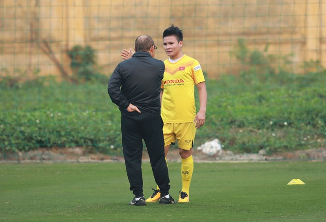HLV Park Hang Seo lo lắng vì Quang Hải chấn thương - 1