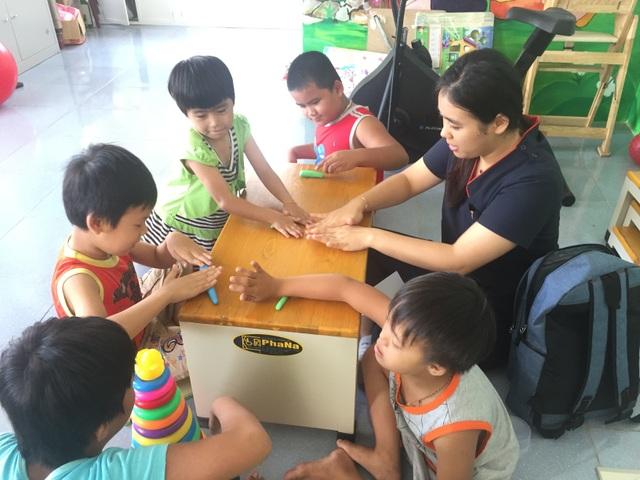 Hơn 1.100 trẻ em khuyết tật vùng nông thôn được điều trị phục hồi chức năng - 6