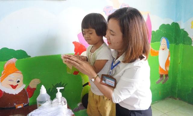 Hơn 1.100 trẻ em khuyết tật vùng nông thôn được điều trị phục hồi chức năng - 7