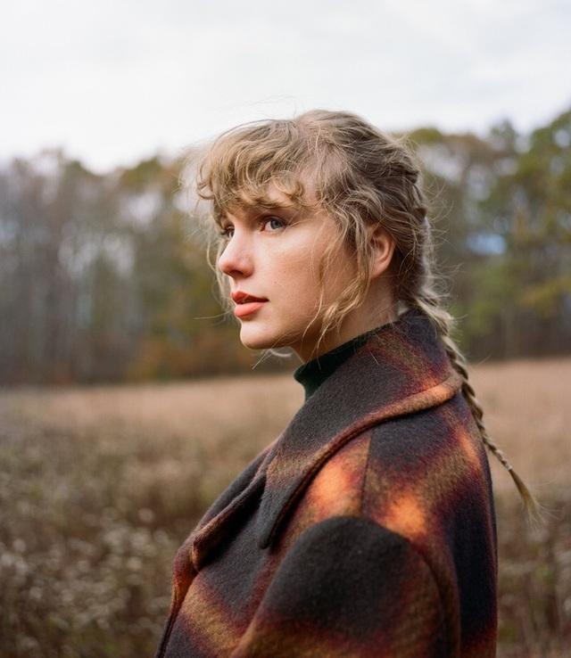 Taylor Swift bất ngờ mặc váy cô dâu, tung album thứ 9 - 1