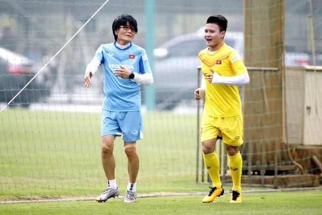 Quang Hải chưa thể tập lại, HLV Park Hang Seo lo lắng - 1