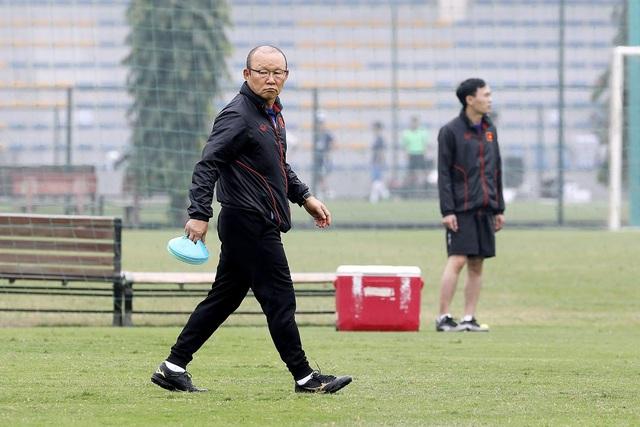 Quang Hải chưa thể tập lại, HLV Park Hang Seo lo lắng - 2
