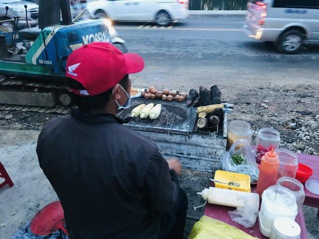 Độc đáo nghề bán cái bụng ấm cho khách du lịch giữa phố ngàn hoa - 3