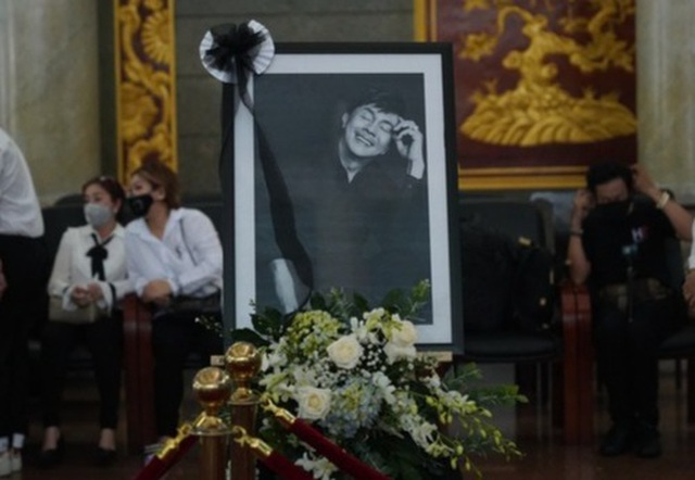 NSƯT Hoài Linh bật khóc nức nở khi nói lời tiễn biệt Chí Tài - 1