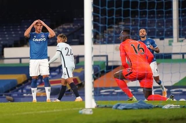Everton hạ gục Chelsea nhờ quả phạt đền - 4