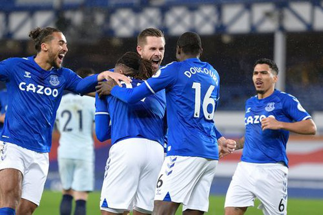 Everton hạ gục Chelsea nhờ quả phạt đền - 1