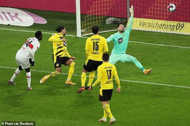 Bayern Munich hòa thất vọng, Dortmund thua đậm khi vắng Haaland - 11