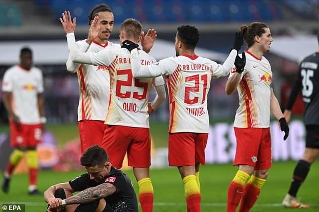 Bayern Munich hòa thất vọng, Dortmund thua đậm khi vắng Haaland - 5