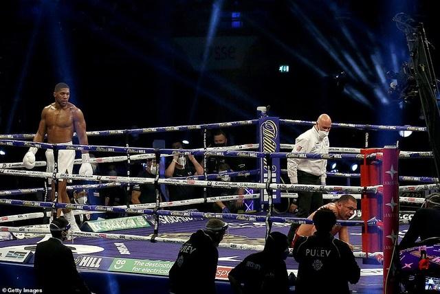 Anthony Joshua thắng knock-out, bảo vệ 4 đai vô địch hạng nặng - 1
