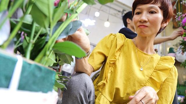 Vợ chồng khuyết tật mở tiệm hoa, thu về chục triệu đồng mỗi tháng - 8